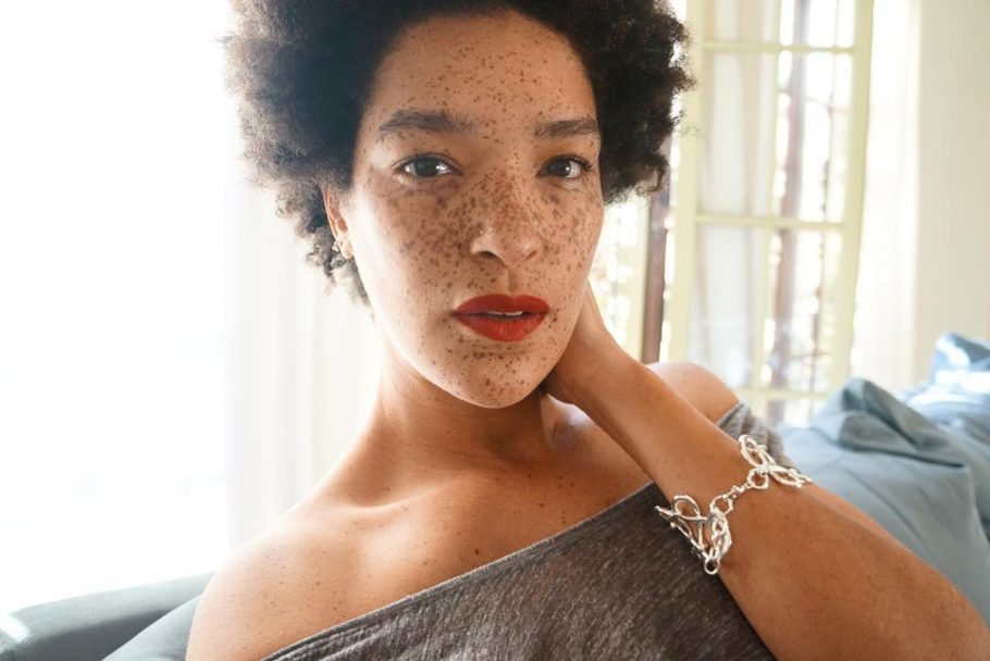 Необычную внешность девушки заметил один из членов фирмы Alternative Apparel, производящей брендовую одежду