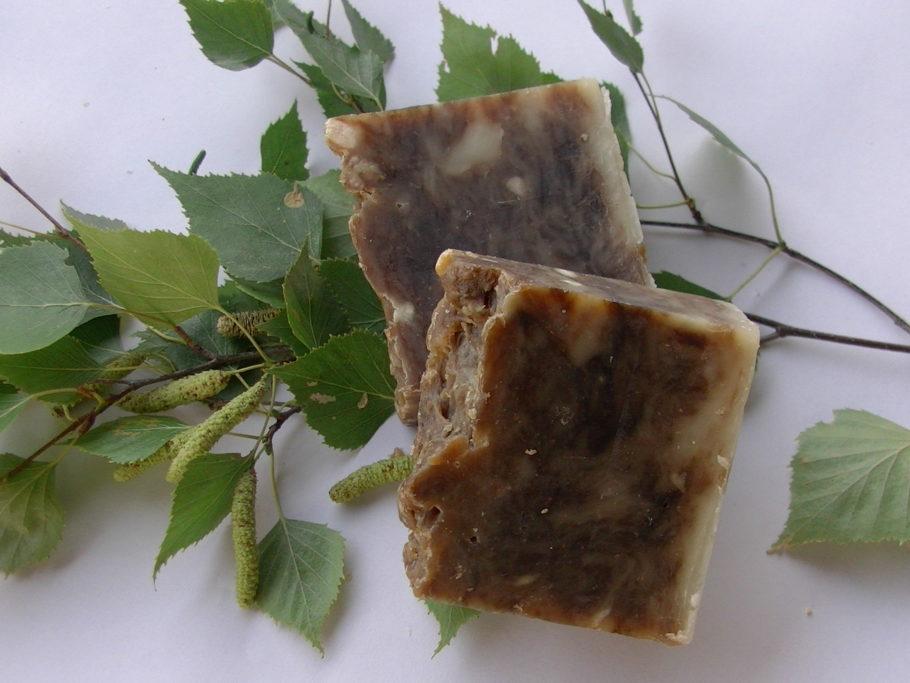 Этот природный продукт очень хорошо лечит ранки и трещины, особенно при кровоточащем геморрое