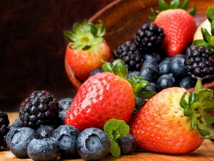 Люди, которые питаются такой пищей считают, что термически необработанные овощи и фрукты могут принести организму намного больше пользы чем, например, суп и отбивная