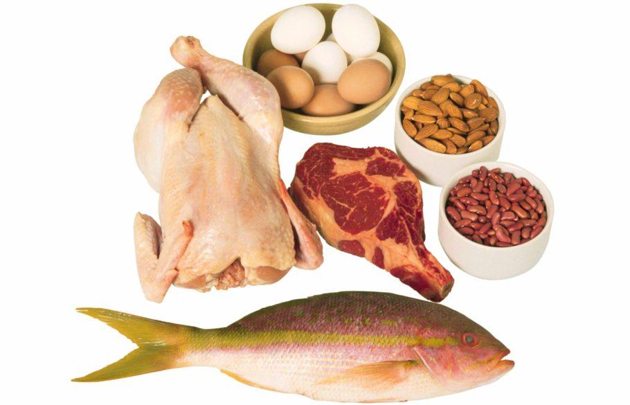 рыба, курица, яйца, бобы и орехи