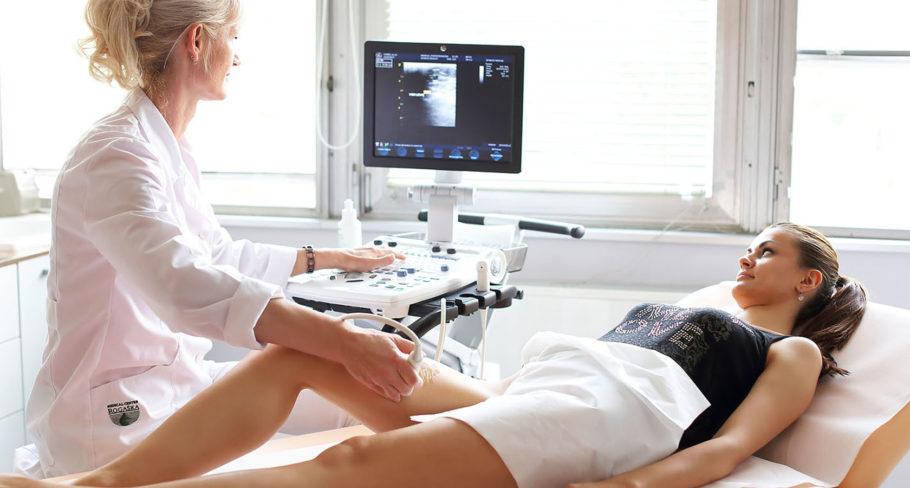 В отличие от обычного УЗИ дуплексное исследование позволяет визуализировать кровеносные сосуды в труднодоступных местах