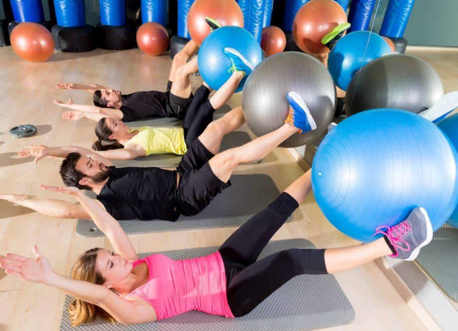 тренировка с фитнес-шарами