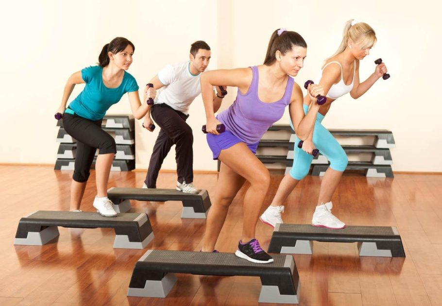 Тренировки функционального фитнеса позволят во многом улучшить координацию движений, увереннее держать равновесие, владеть своими мышцами