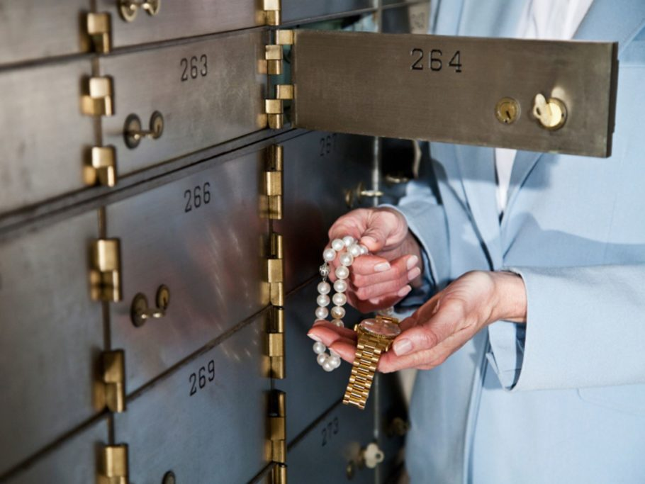 Чтобы ремонт квартиры не влетел в большую копеечку, чем твоя заначка, нужно дать вору то, что он ищет