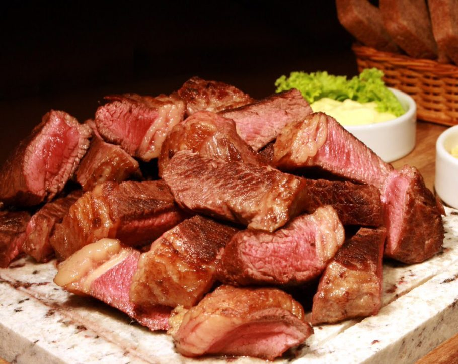 Некоторые забывают о мясных продуктов уже через неделю, а многим требуется значительно большее количество времени