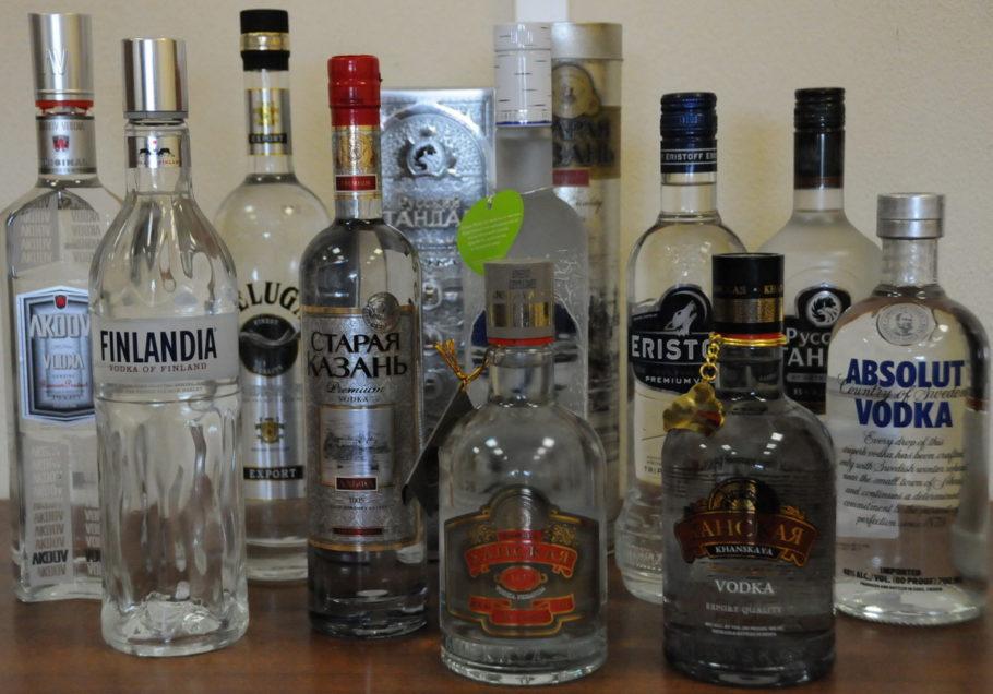 Выбирайте водку с качественно наклеенной этикеткой и непрокручивающейся пробкой