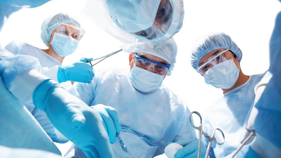 В ходе хирургического вмешательства врач может удалить весь орган либо ткани простаты, если в них наблюдается большое скопление камней