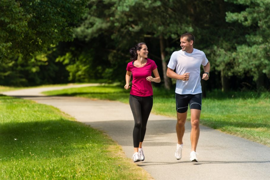 Согласно научным исследованиям, занятия бегом способствуют выработке эндорфинов – гормонов, которые вызывают у человека ощущение радости, счастья и оптимизма