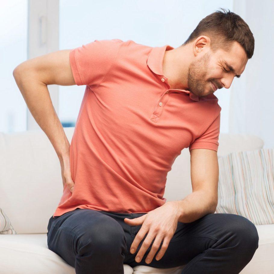 Боли в поясничной области – это один из распространенных симптомов простатита