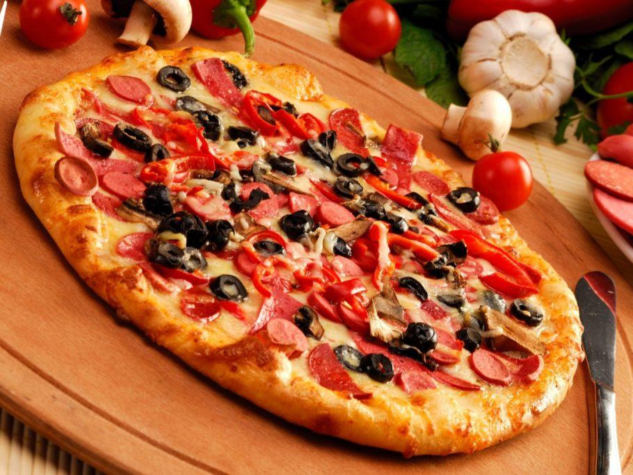Для классического рецепта итальянской пиццы был выбран базилик