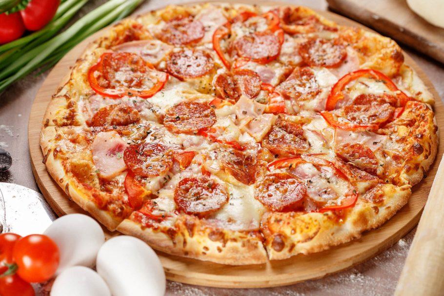 Именно сочетание вкусов этих продуктов сделало это блюдо таким популярным – итальянская пицца самая ароматная и вкусная
