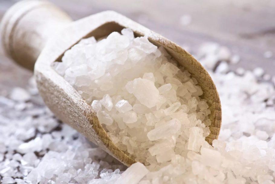 Кристаллы соли способны абсорбировать в себя влагу, инфицированную бактериями