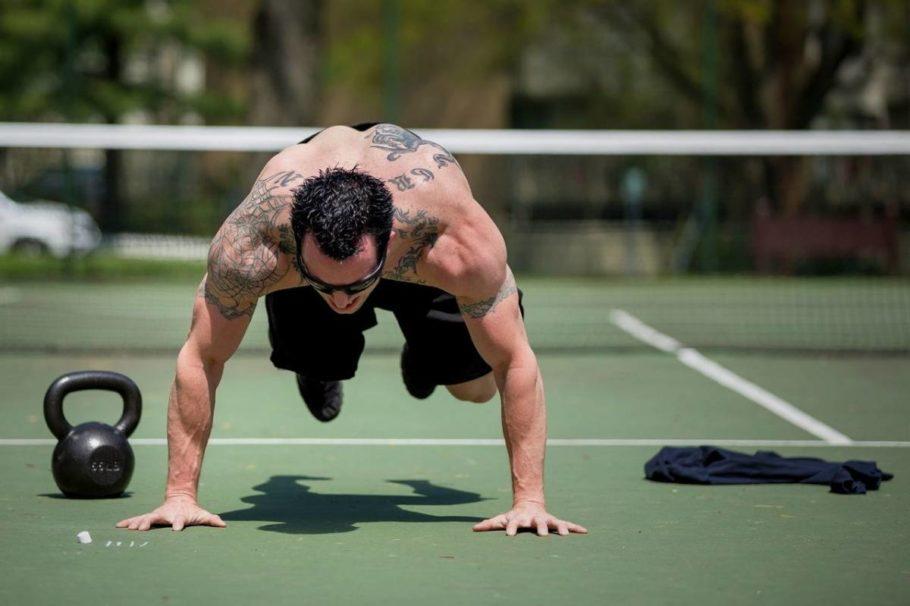 Кардио помогает сжигать калории, силовые упражнения — формируют красивый рельеф, убыстряют метаболизм