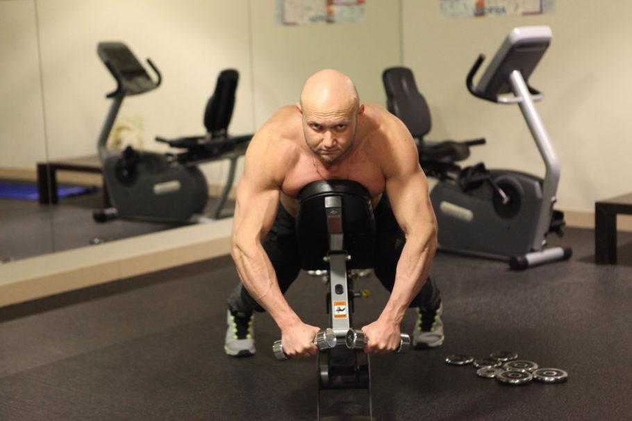 В этом упражнение не будет больших весов, но зато будет точечная работа с грудными мышцами