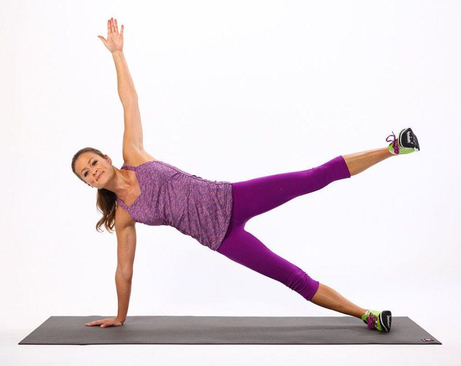 «Планка» считается универсальным упражнением, в котором задействованы все группы мышц