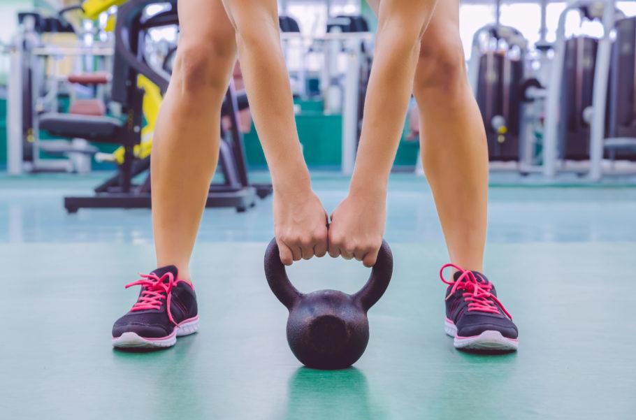 Не нужно разучивать большое количество разнообразных техник. Все упражнения в гиревом спорте основаны на физиологии человека