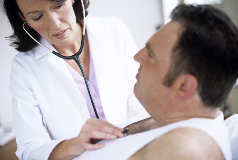 При появлении симптомов передозировки желудок следует промыть и выпить сорбент