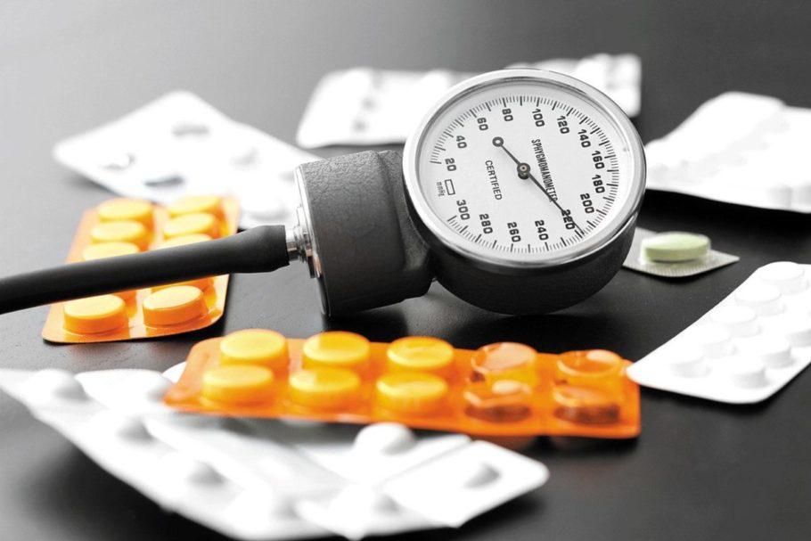 Люди, у которых при повышенном давлении головная боль, лекарство пьют с особой осторожностью