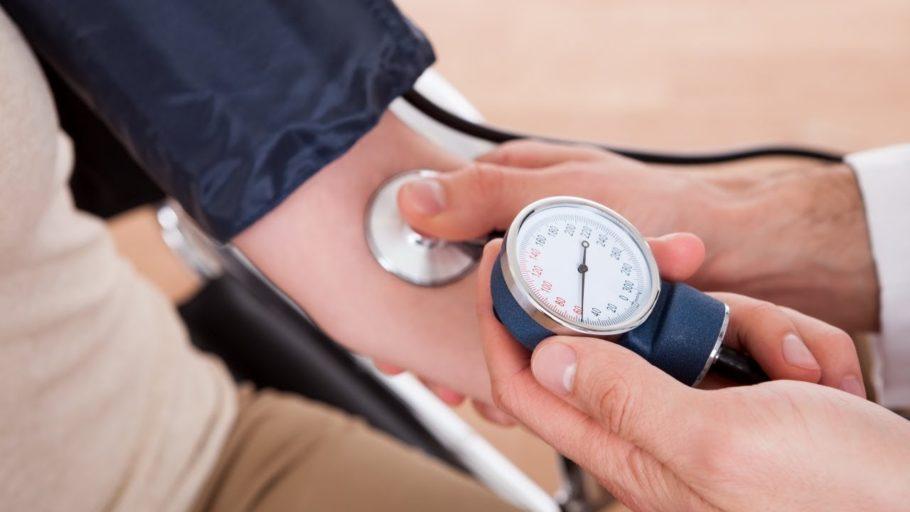 Однако инструкция к лекарству никак не указывает, что лекарство снижает или повышает давление, либо о других его стимулирующих действиях