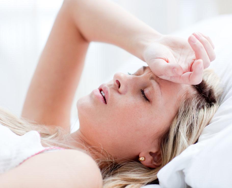 Устраняет головные боли, колебания настроения и сердцебиения
