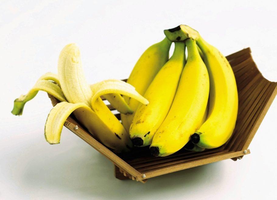 Несмотря на свою невысокую калорийность — средний банан содержит около 120 ккал — он идеально подходит в качестве питания после тренировки