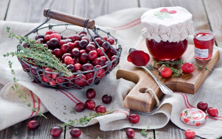 Из плодов готовят также другие лекарственные средства — компоты, чаи, отвары и настойки