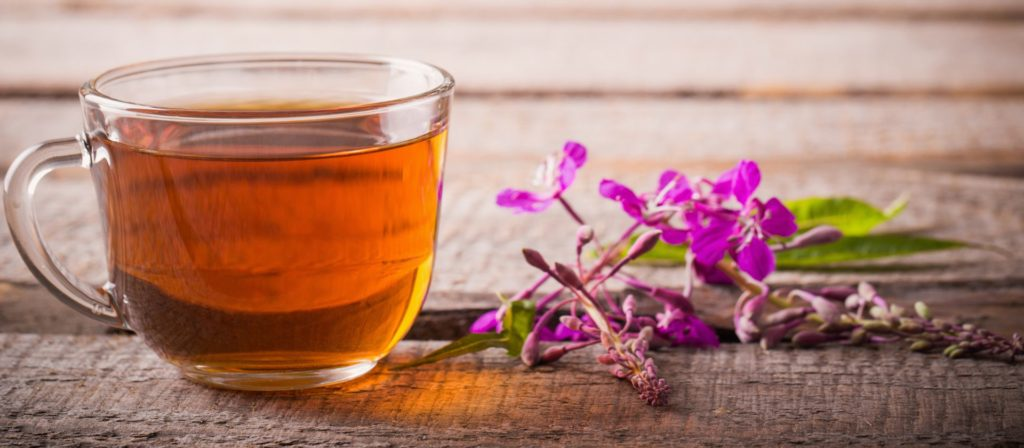 Чашка с чаем из травы Иван-чай