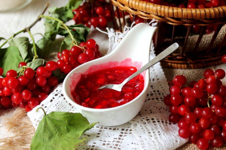 Самый простой рецепт – чай (настой) ягод калины