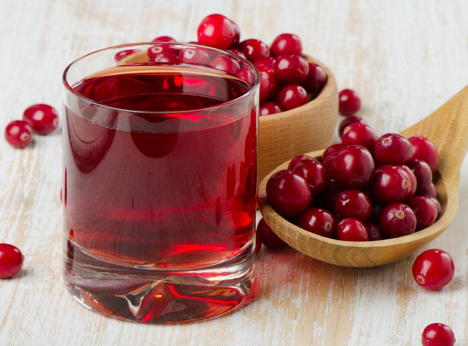 Используя эту полезную ягоду от повышенного давления, не стоит забывать и о противопоказаниях к ней
