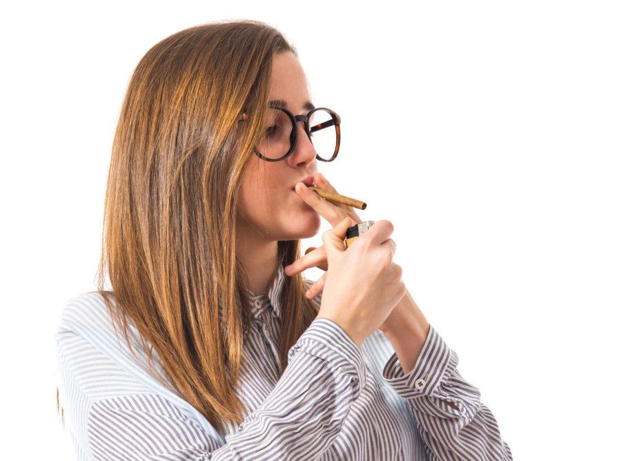 Единичное или редкое употребление сигарет не провоцирует разительных изменений в организме, но активное, длительное курение уничтожает эластичность сосудистых стенок и приводит к хроническому повышению АД