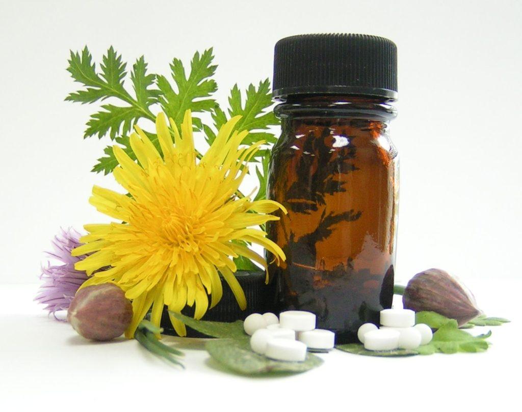 баночка и лекарственные травы