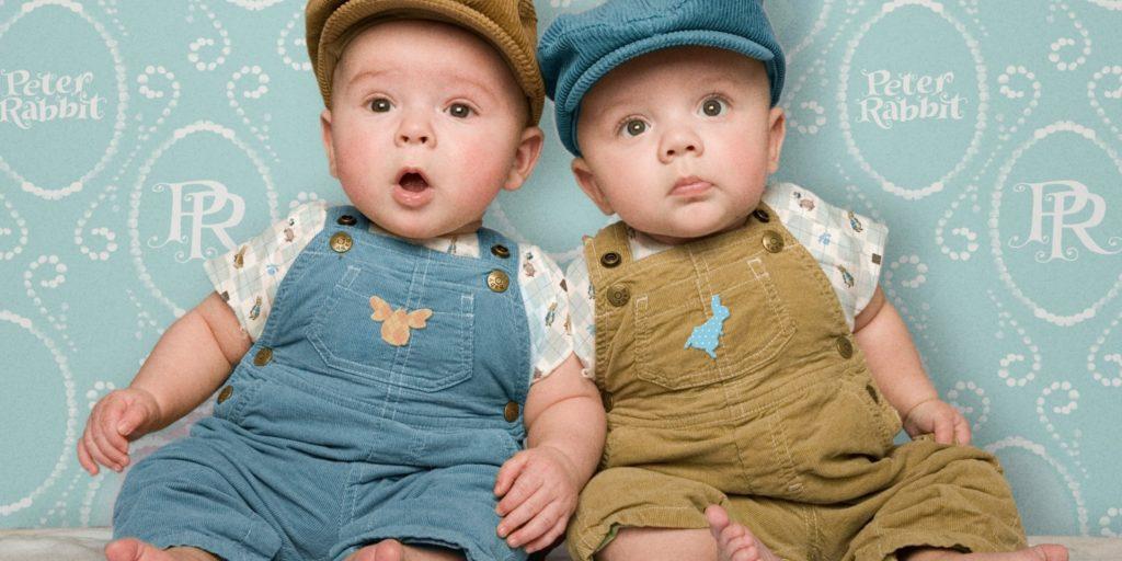 два маленьких мальчика
