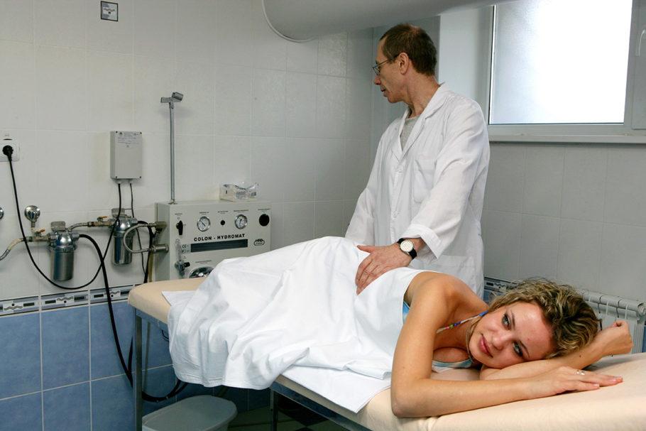 Общая продолжительность процедуры может быть от нескольких минут до 30-40 минут при двойном контрастировании