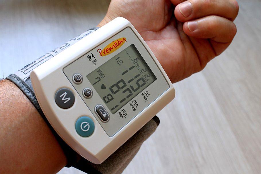 Контроль важен для предупреждения гипертонического криза и сбоев в работе сердца