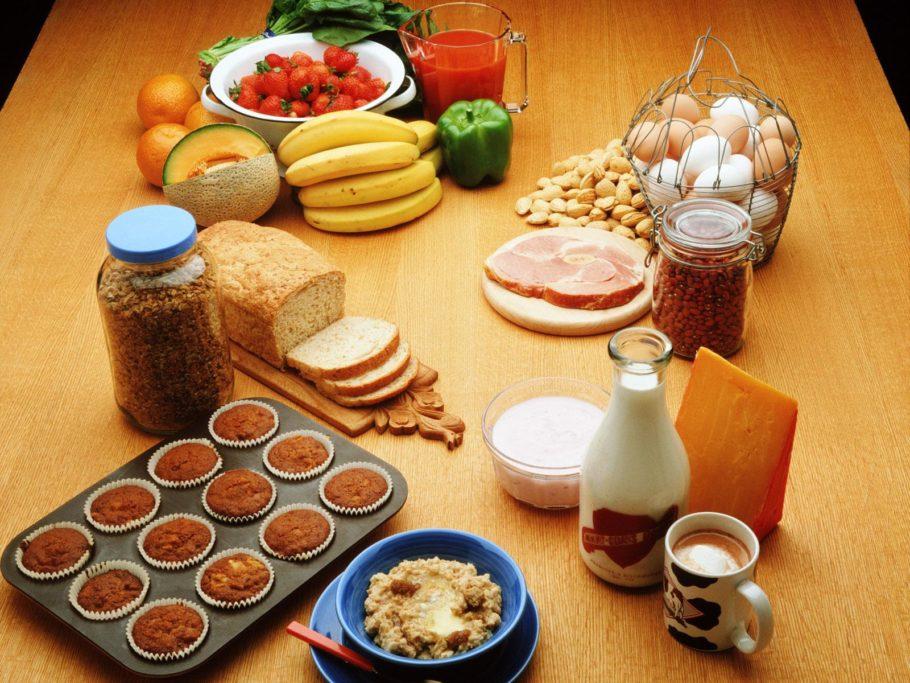 При наращивании мышц необходимо в каждый прием пищи включить белок