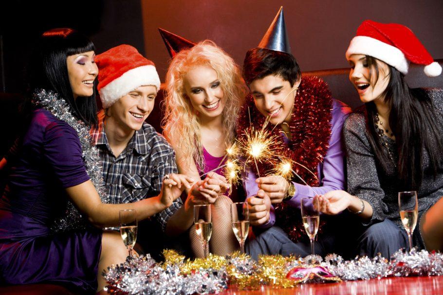 Компания встречает Новый год