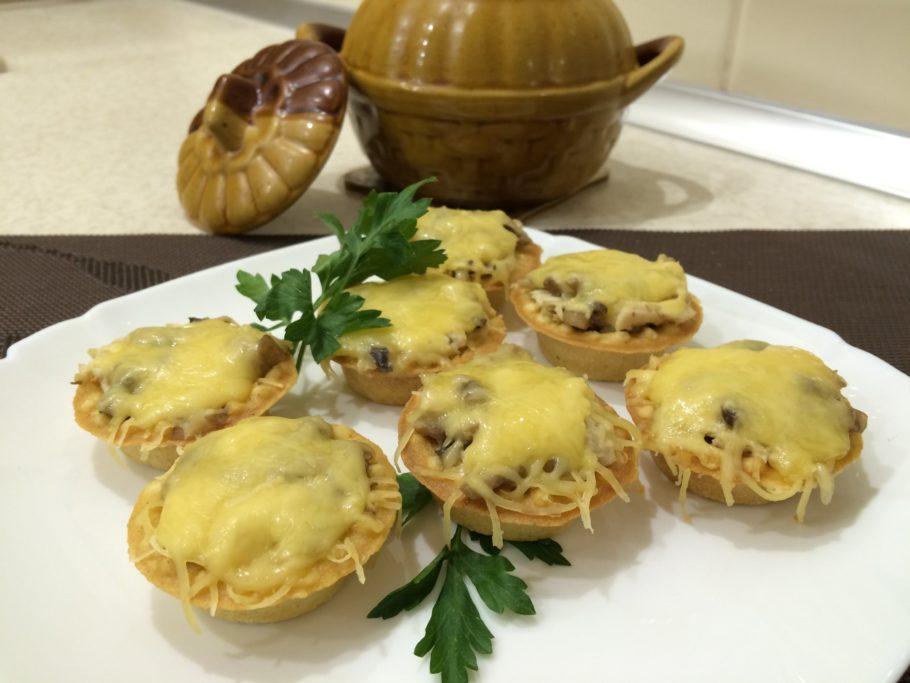 Куриные тарталетки с грибами и зеленью