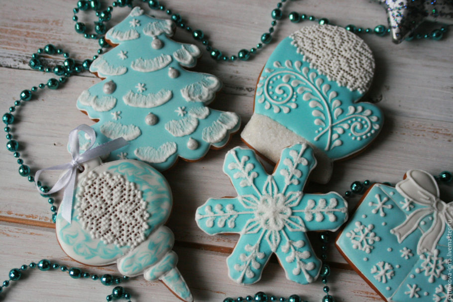 Новогодние пряники в голубой глазури