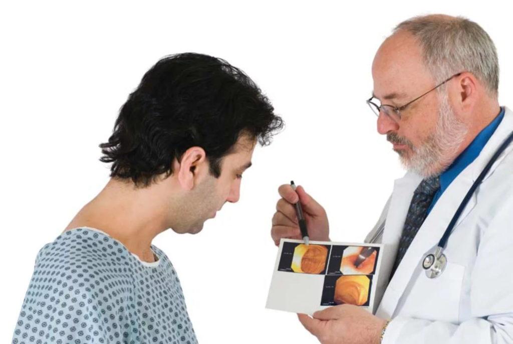 Доктор консультирует больного