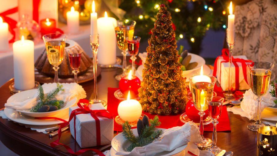 Помимо хорошего общества, должен соблюдаться еще один пунктик – это шикарно уставленный новогодний стол