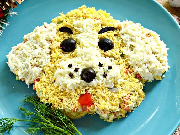 Приготовьте такой салат на Новый год, и эта закуска с лёгкостью составит конкуренцию вашим полюбившимся новогодним угощениям