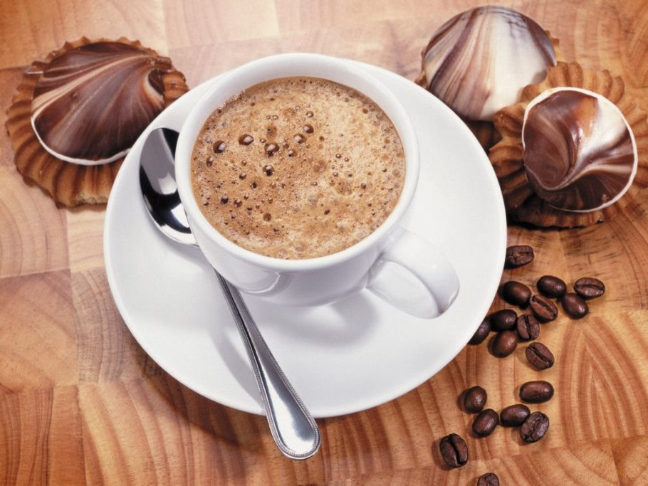 Еще один популярный миф — что в растворимом кофе меньше кофеина, чем в натуральном