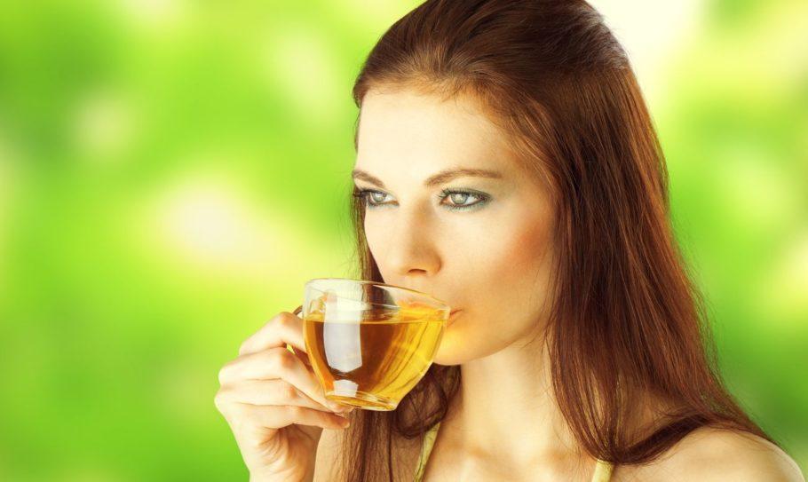 Целебный напиток помогает очистить сосуды от холестерина и способствует дальнейшей профилактики образования холестериновых бляшек