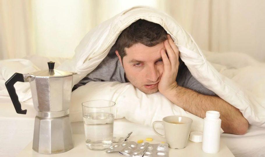 Высокое давление с похмелья — распространенный недуг, который возникает из-за сильной интоксикации организма алкоголем