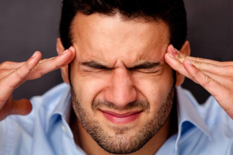 После длительного приёма мужчины могут обнаружить симптомы гинекомастии, боли в груди, задержку жидкости