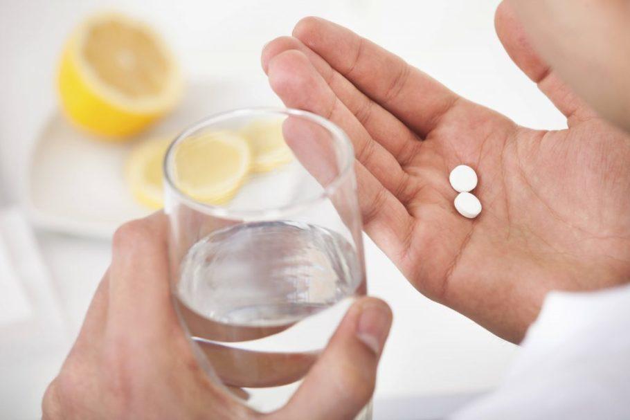 Принимается одна таблетка или капсула в одно и то же, специально отведённое время