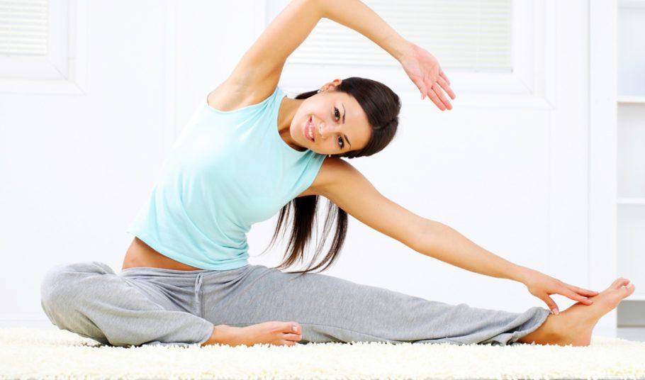 Именно низкая физическая активность, впрочем, как и слишком большая нагрузка, становится причиной ухудшения состояния вен нижних конечностей