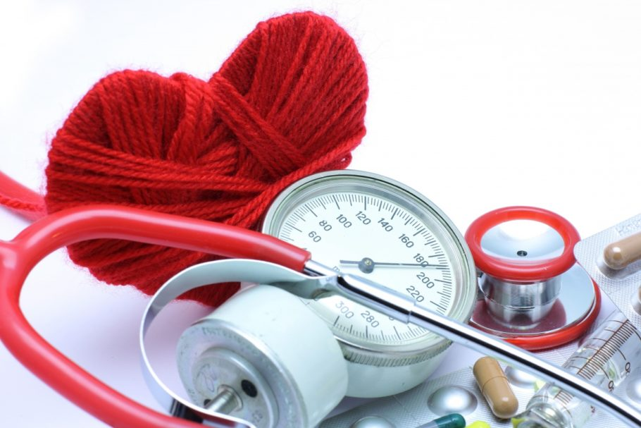 Вследствие повышенного давления ухудшается кровоснабжение органов и тканей