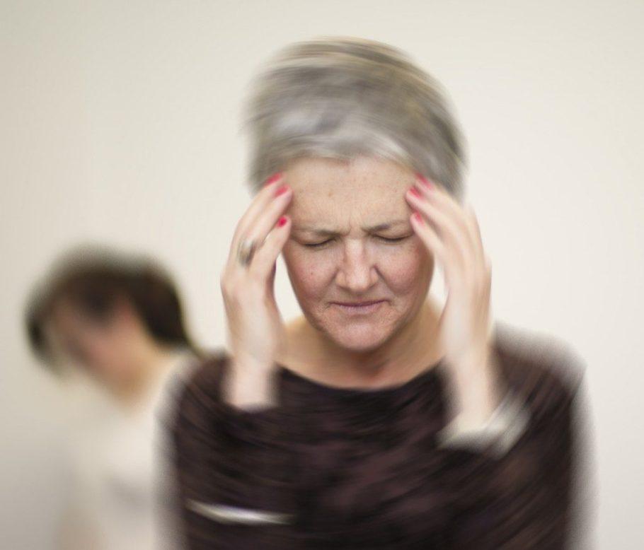 Часто беспокоит шум в ушах, мелькание мушек перед глазами, снижение зрения