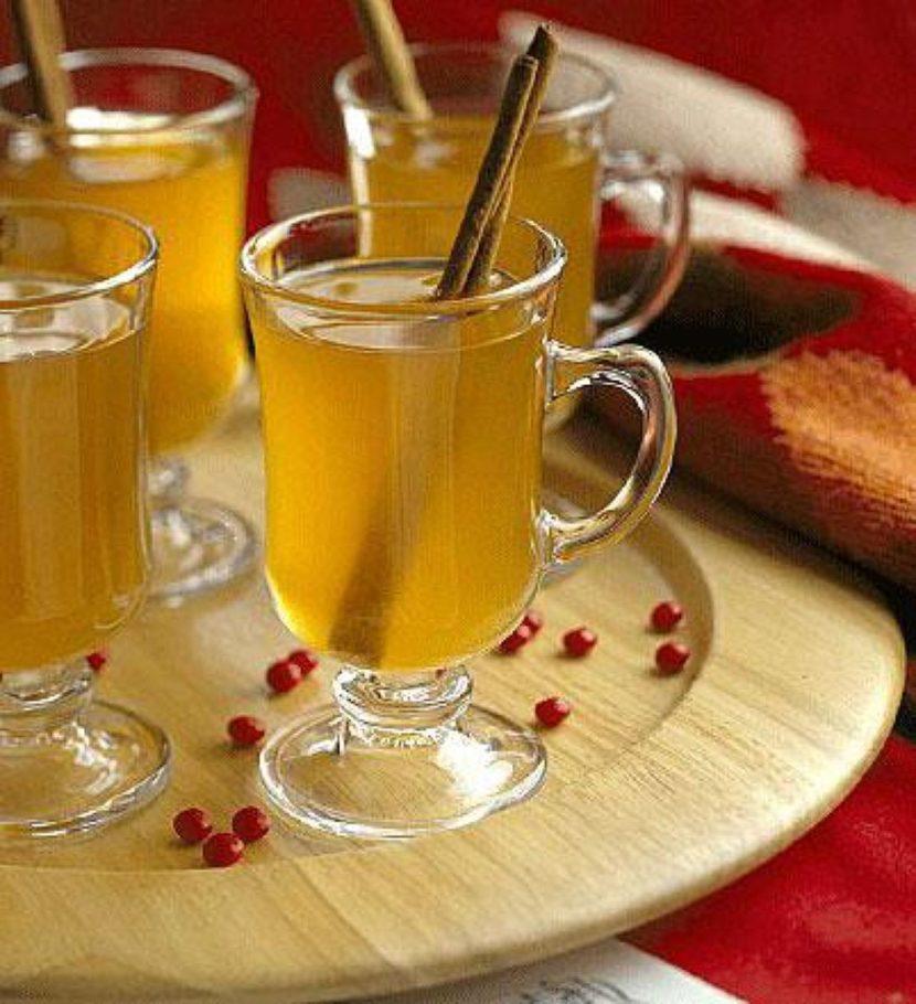 При добавлении к напитку дрожжей, готовой бражки, а также ароматного хмеля, приготовить медовуху можно было значительно быстрее, активируя процесс ускоренного брожения